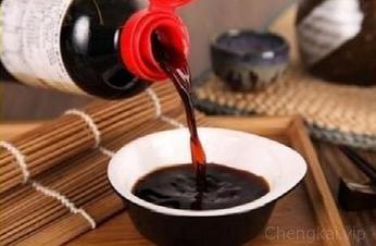 老人经常说:多吃酱油皮肤会变黑